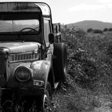 Ein alter Truck am Straßenrand zwischen Kalampaka und Kastraki..
