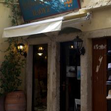 Der Buchladen mit Café, meine WiFi-Quelle! Super Musik und Innenhof für Spoon inklusive.